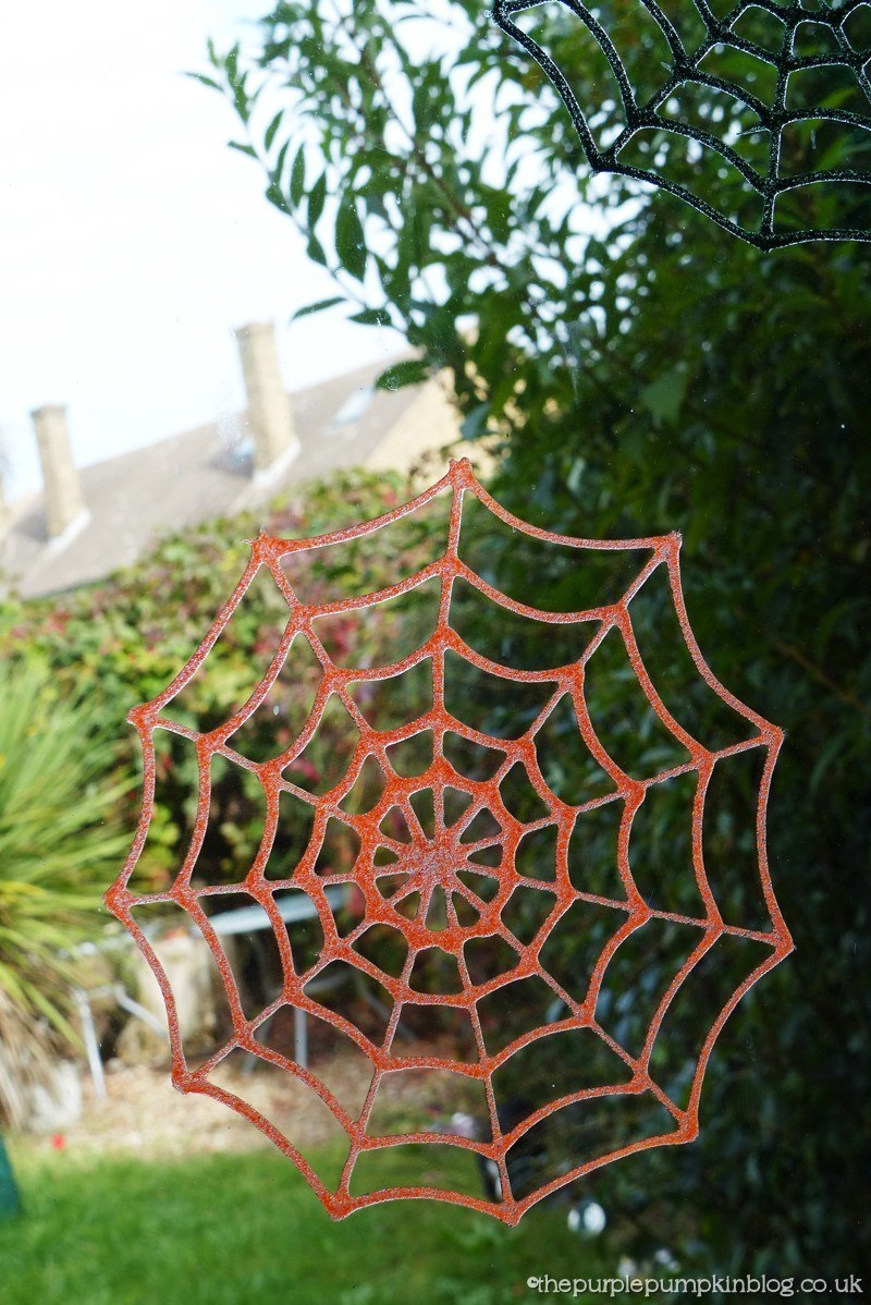 Halloween spider web decoration - How To Make Glitter Glue Spider Web Halloween Decorations