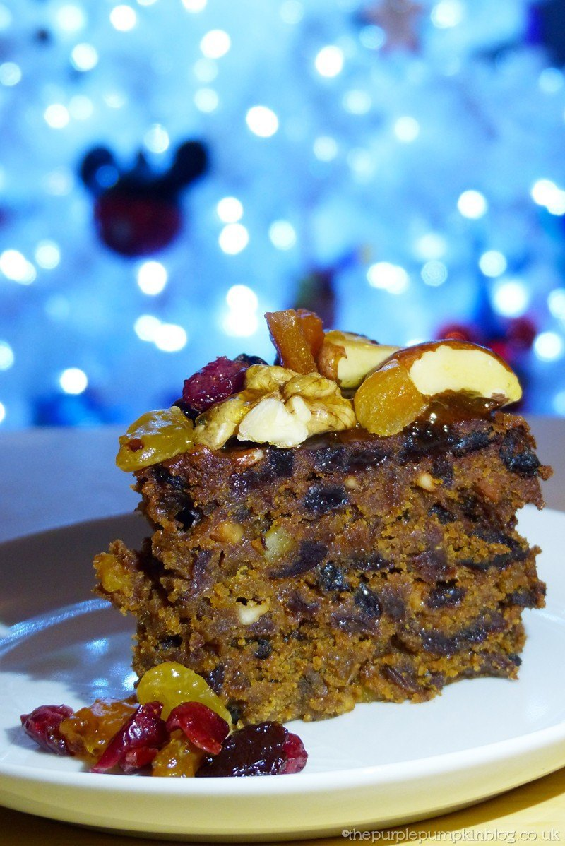 Christmas Cake Decoration Nuts : Decorating a Christmas Cake with Dried Fruit and Nuts