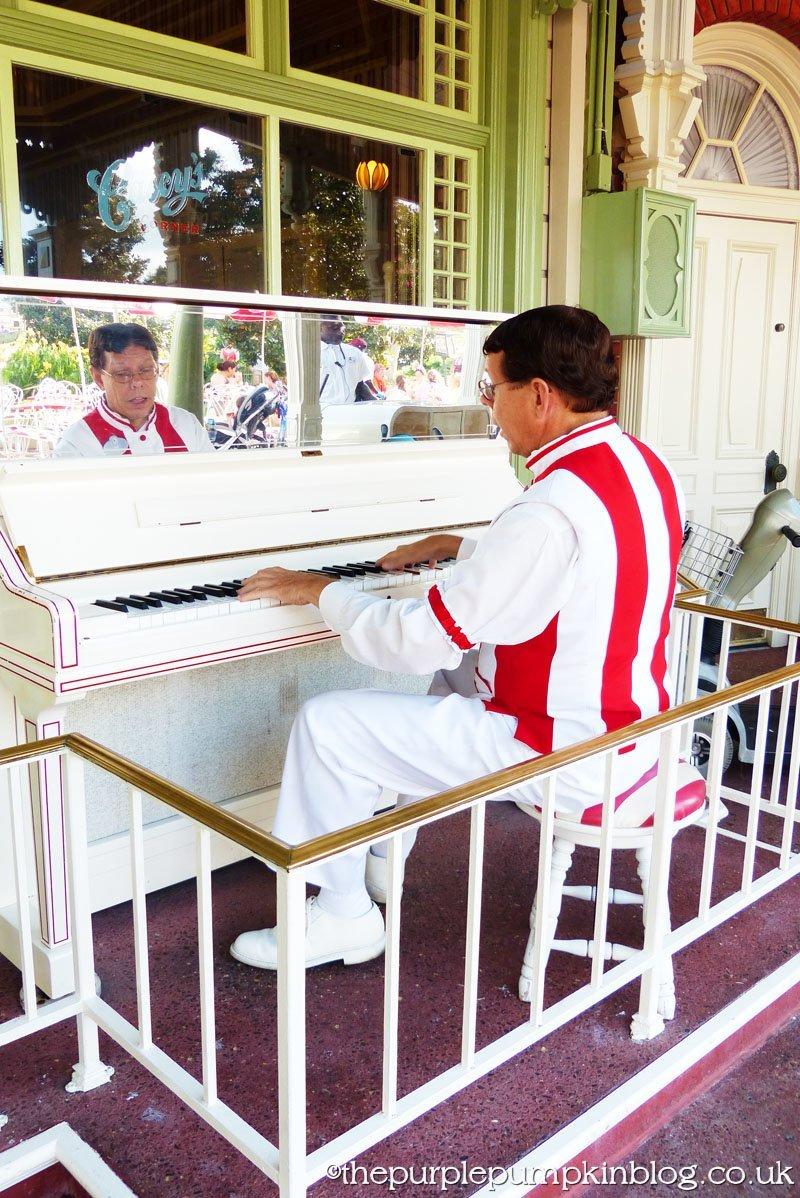 Casey's Corner Pianist