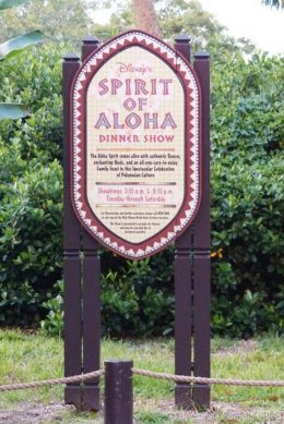 Spirit of Aloha Dinner Show at Disney Polynesian Resort