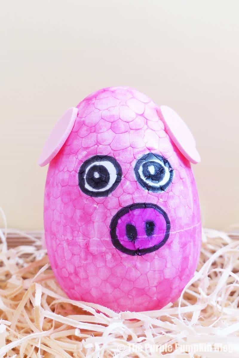 Make this fun Easter Egg Animals Craft (pig) using foam eggs, markers and other craft embellishments. An awesome Easter activity for kids! #EasterEggAnimals #EasterCrafts #KidsCrafts #ThePurplePumpkinBlog