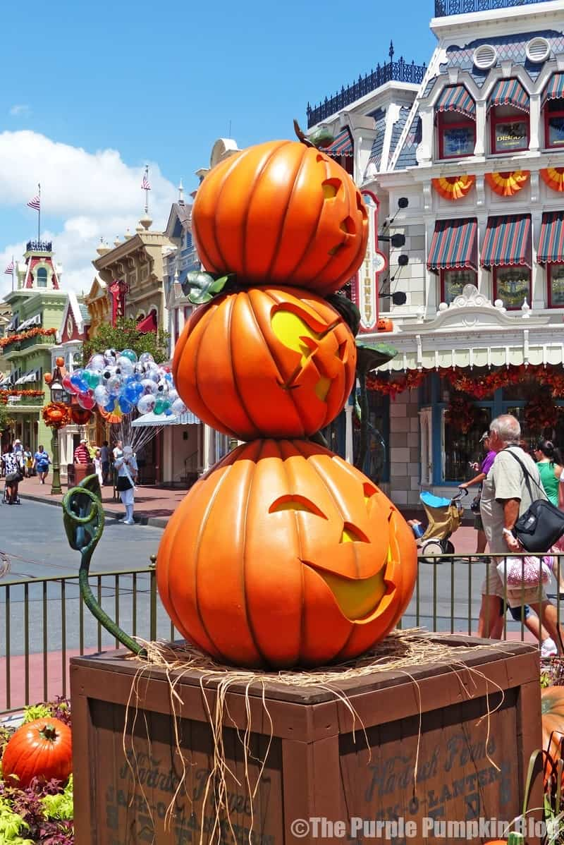 magic kingdom halloween decorations the purple pumpkin blog. Black Bedroom Furniture Sets. Home Design Ideas