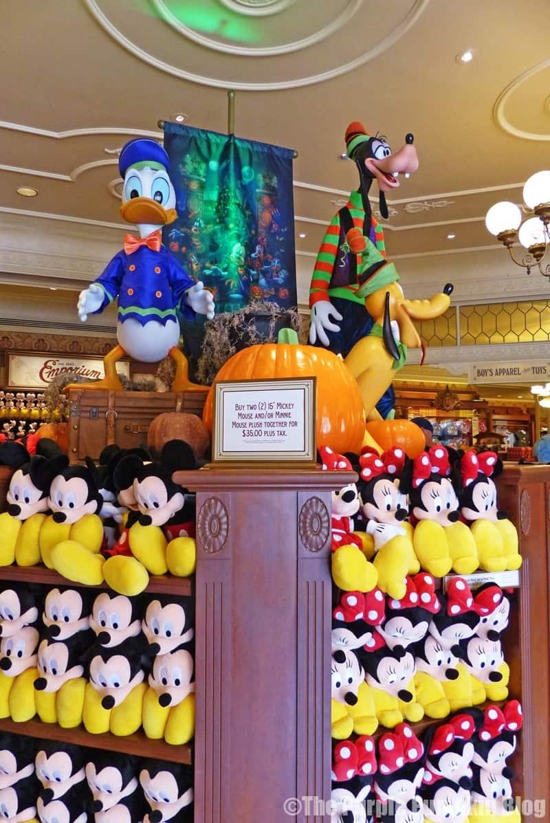 Day 14 do as dreamers do part 4 dine around disney for Disney halloween home decorations