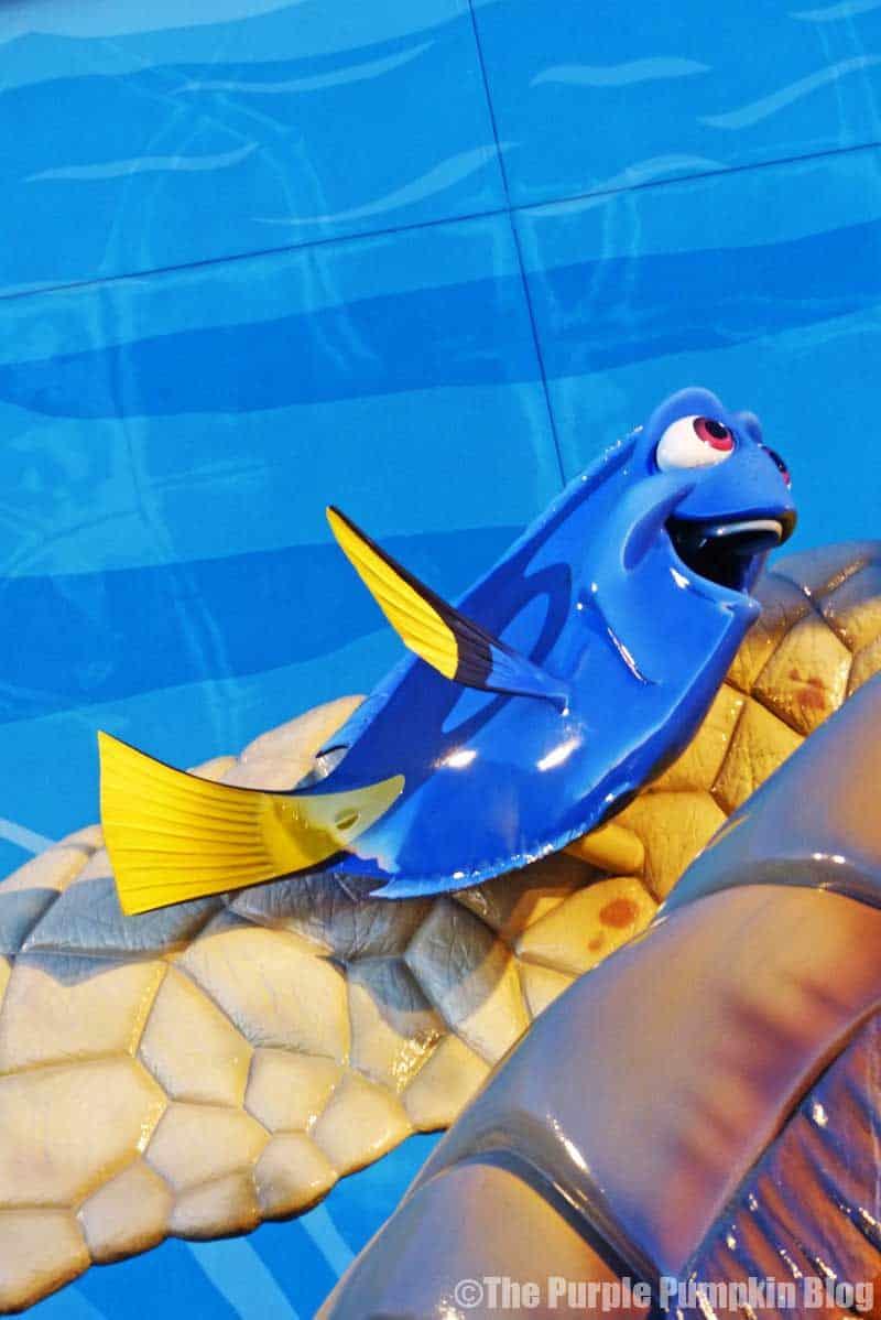 Disney Art of Animation - Finding Nemo Courtyard - Dory Statue
