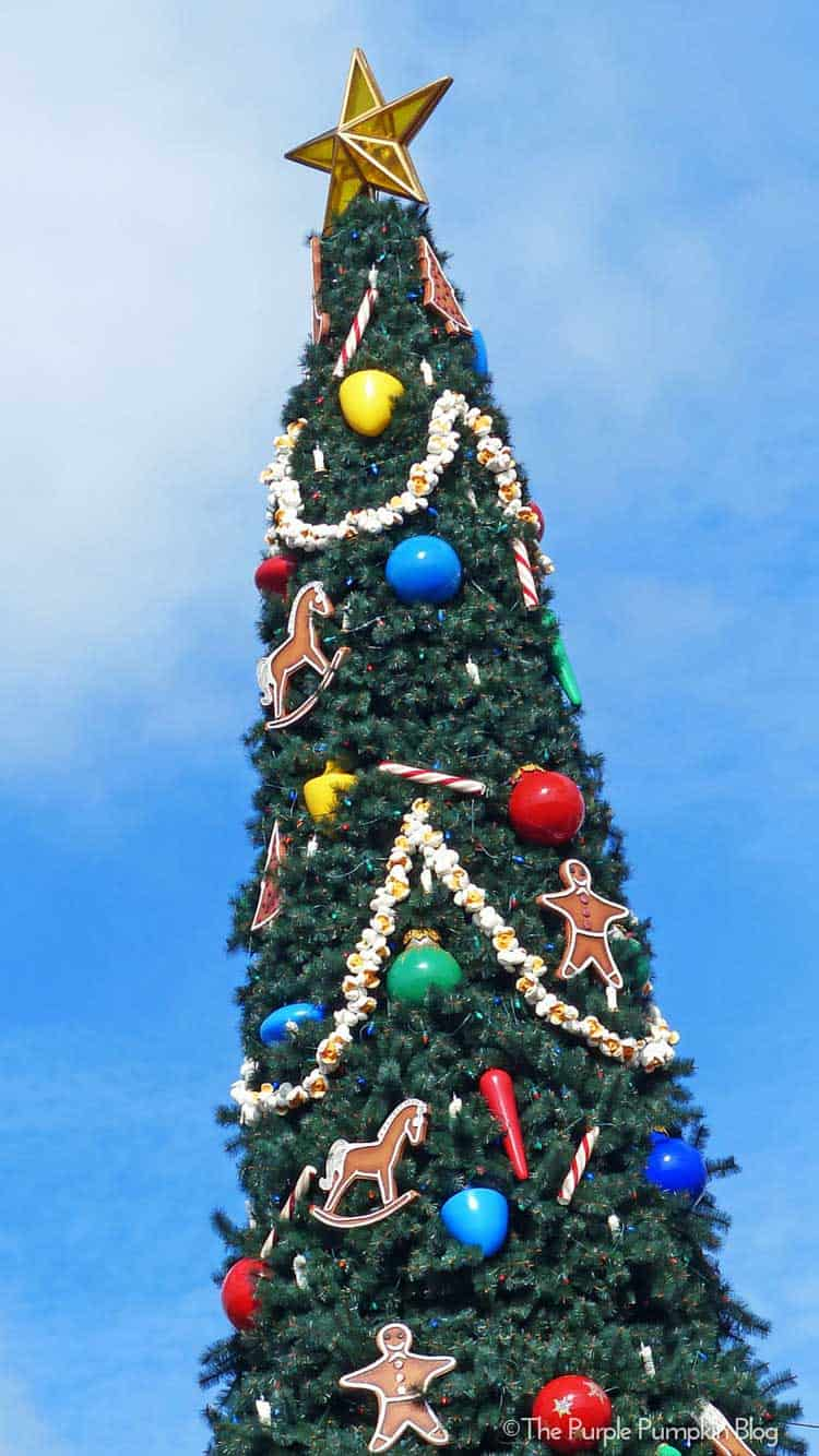 Walt Disney Christmas Wallpaper.Disney World Christmas Iphone Wallpaper 2019 Images Pictures