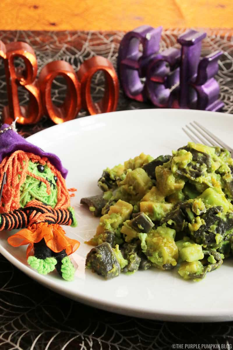 This'Toxic' Mac'n' Cheese Recipe is a great Halloween dish for dinner or for a party buffet table. All it takes is some spooky shaped pasta and green food colouring to turn regular macaroni and cheese into this'toxic' version for Halloween!