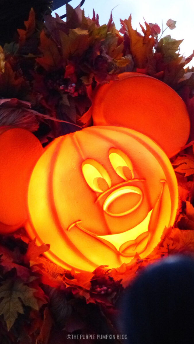 Pumpkin Mickey Head (Glowing) Wallpaper