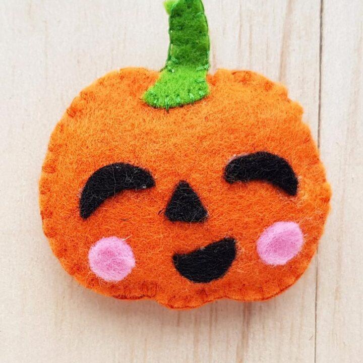 Felt Plush Pumpkin Jack-o'-Lantern Tutorial