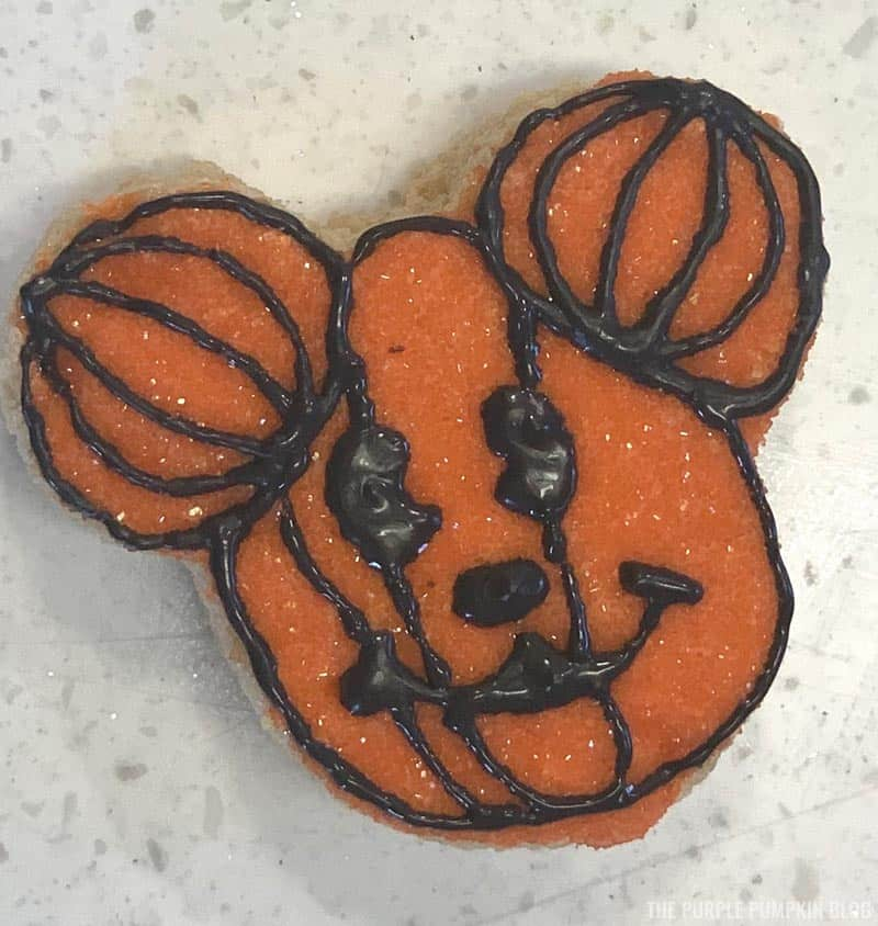 Mickey Mouse Pumpkin Head Icing Steps (10)