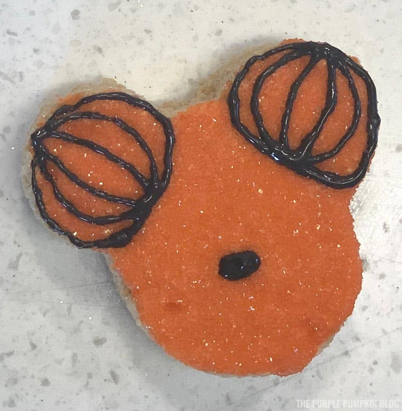 Mickey Mouse Pumpkin Head Icing Steps (4)