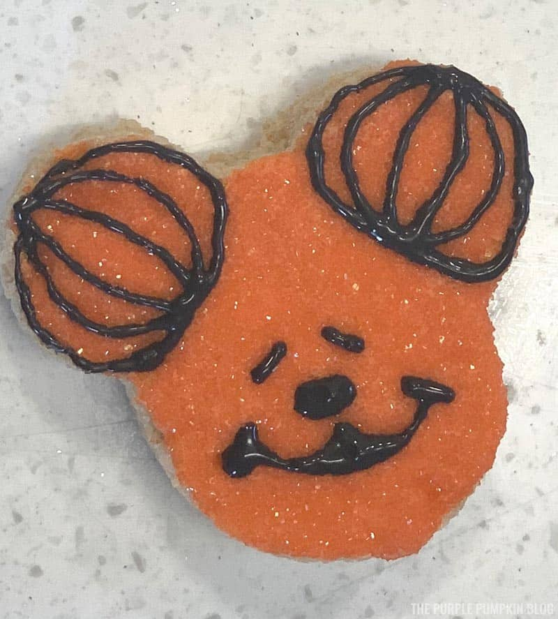 Mickey Mouse Pumpkin Head Icing Steps (5)