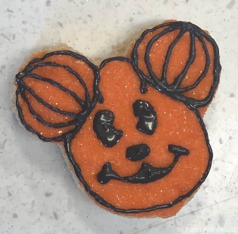 Mickey Mouse Pumpkin Head Icing Steps (8)