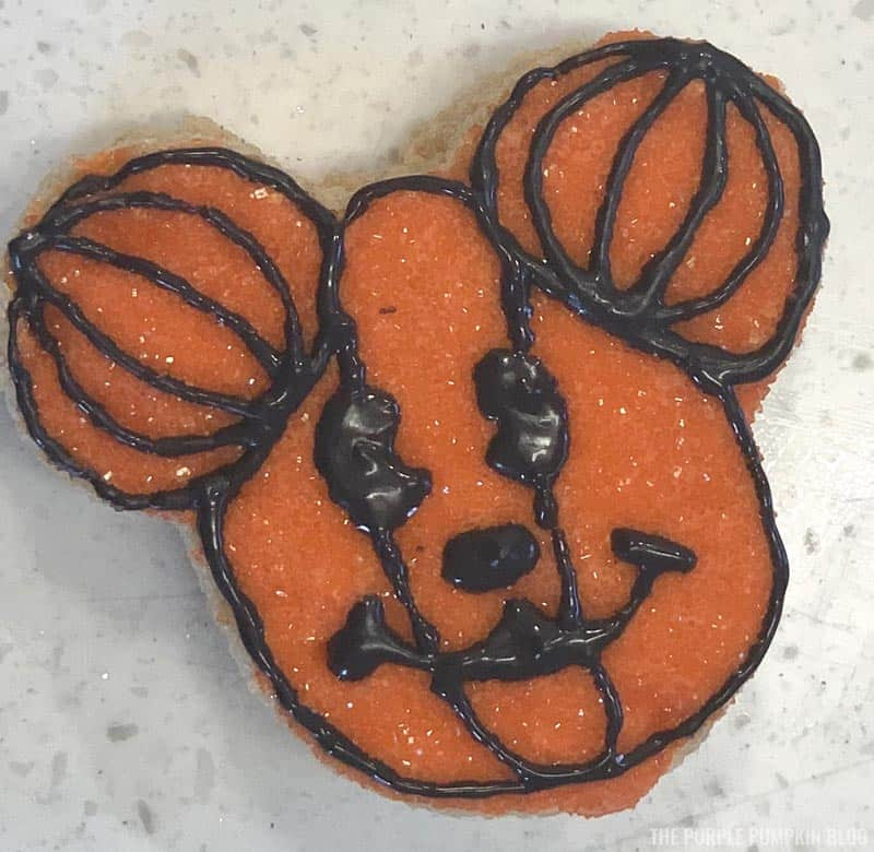 Mickey Mouse Pumpkin Head Icing Steps (9)