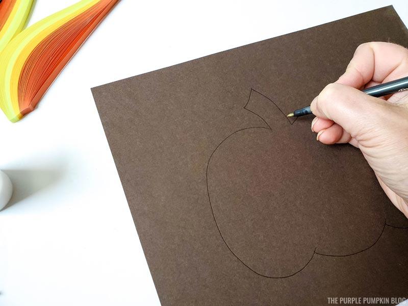 Draw a pumpkin outline