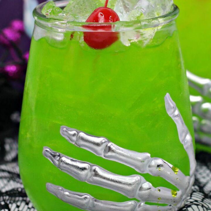 Amok Amok Amok! Sanderson Sisters Cocktail