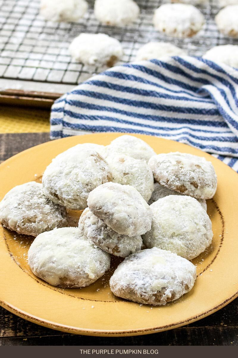 Holiday Spiced Cookies with Powdered Sugar