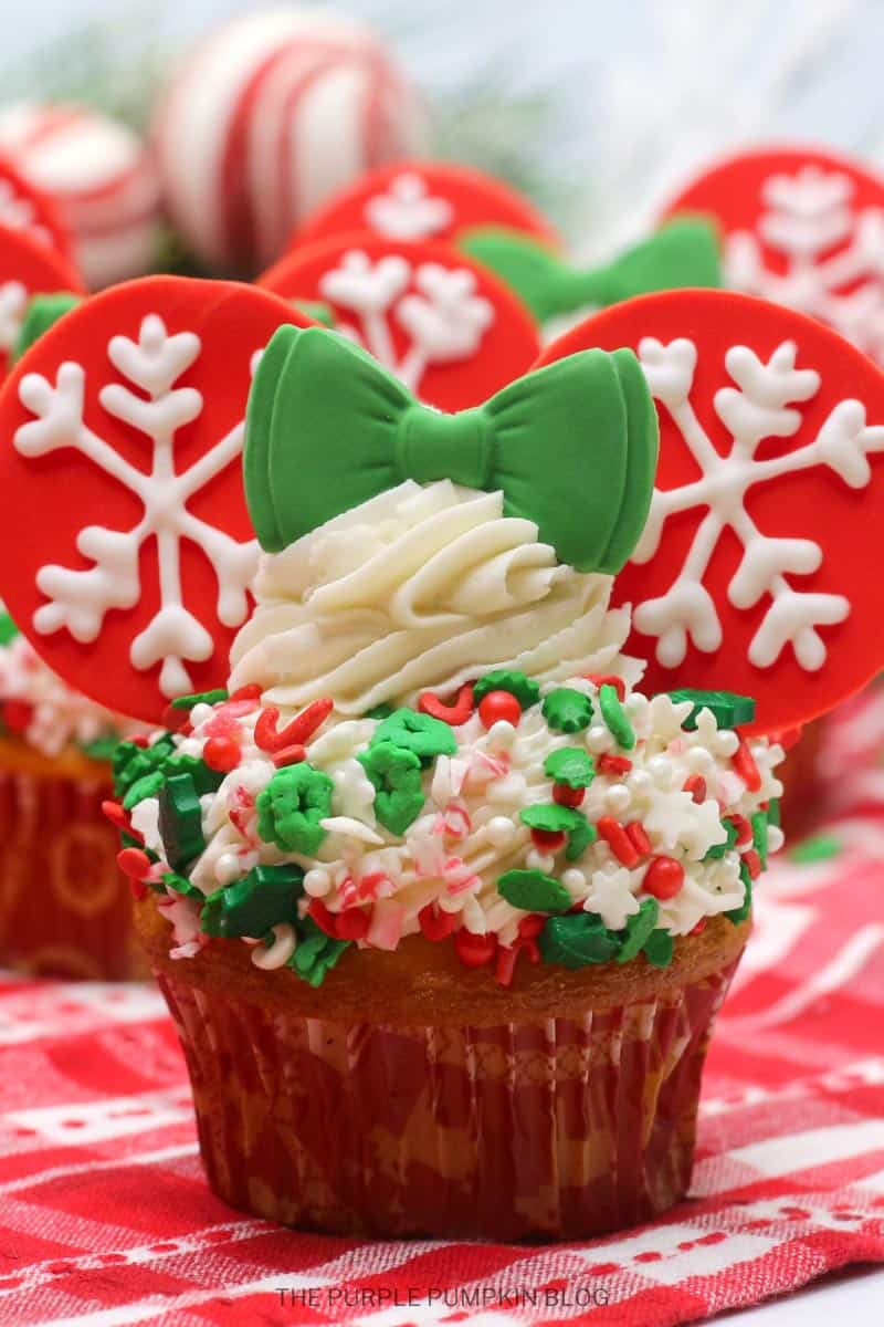 Minnie Mouse Winter Snowflake Cupcakes