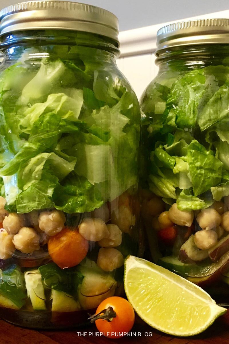 How to Assemble Chickpea Salad in a Mason Jar