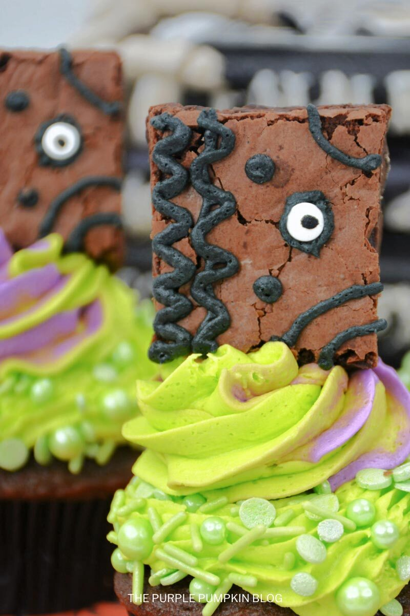 How to Make Hocus Pocus Book of Spells Cupcakes for Halloween